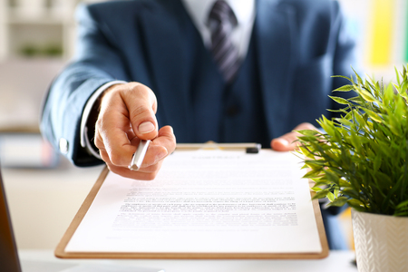 Photo pour Male arm in suit offer contract form on clipboard - image libre de droit
