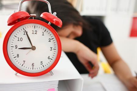 Foto de Businesswoman fell asleep in the office - Imagen libre de derechos