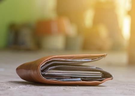 Foto de Man had lost leather wallet with money on the floor. - Imagen libre de derechos