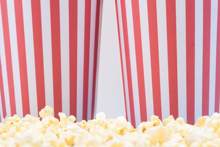 Foto de two paper cups with popcorn from the cinema - Imagen libre de derechos