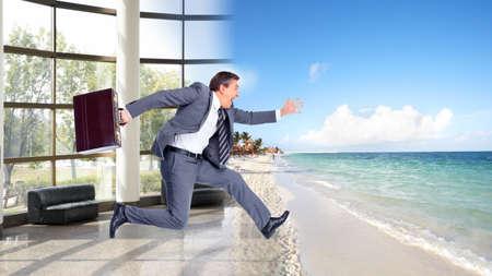 Foto de Businessman running on the beach  Summer vacation  - Imagen libre de derechos