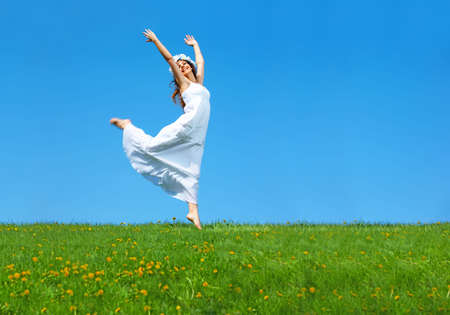 Photo pour Happy young woman running  in the field  - image libre de droit
