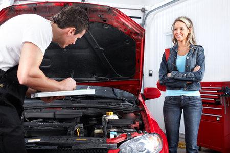 Photo pour Professional auto mechanic and  a client  - image libre de droit