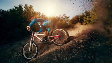 Foto de Downhill mountain bike. Young man cyclist to riding a bicycle. - Imagen libre de derechos