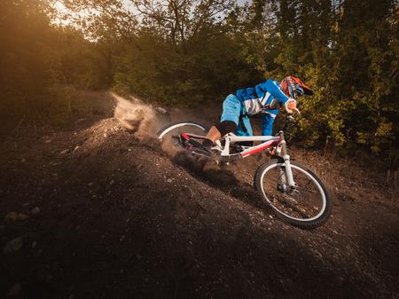 Photo pour Mountain Bike cyclist riding forest track at sunrise healthy lifestyle active athlete. Downhill biking. - image libre de droit