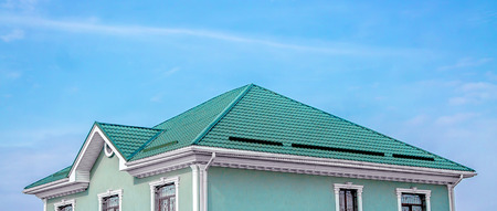 Foto de Roof of the house from the metal profile - Imagen libre de derechos