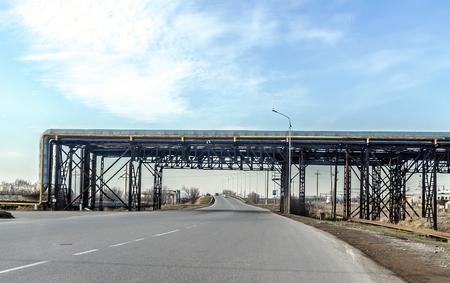 Foto für Oil pipeline through the road - Lizenzfreies Bild