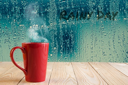 Foto für red coffee cup with smoke  on water drops glass window background - Lizenzfreies Bild