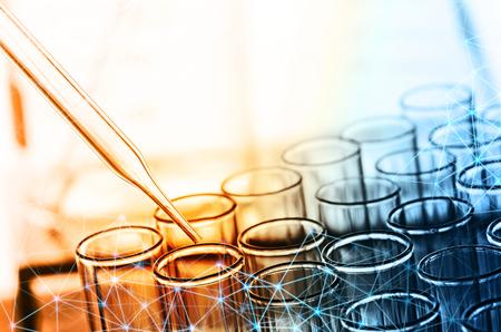 Foto de science dropper and laboratory test tubes - Imagen libre de derechos