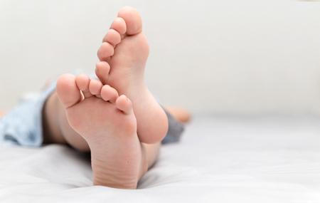Foto de little girl's feet who sleeps in her bed closeup, comfort and relaxation concept. - Imagen libre de derechos