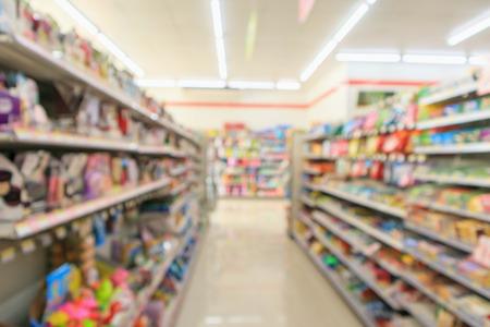 Foto de convenience store shelves interior blur for background - Imagen libre de derechos