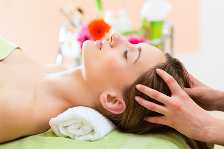 Photo pour Wellness - woman receiving head or face massage in spa - image libre de droit