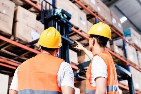 Photo pour Worker team taking inventory in logistics warehouse - image libre de droit