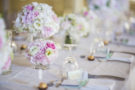 Photo pour Wedding table setting - image libre de droit