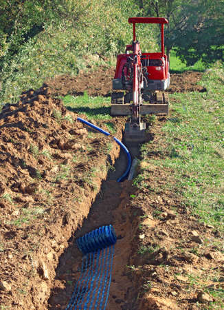 Photo pour Laying pipes in the connecting trench of a house. - image libre de droit