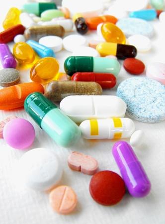 Foto de Medication: mixed pills, tablets and capsules - Imagen libre de derechos