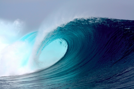 Blue ocean tropical surfing wave