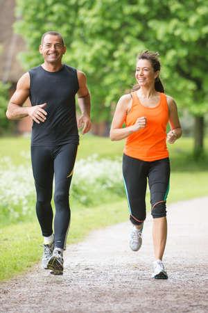 Photo pour Sport couple running in park - image libre de droit
