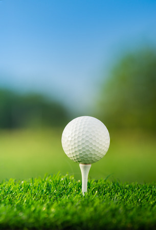 Photo pour close up the golf ball on tee pegs ready to play in the green background - image libre de droit