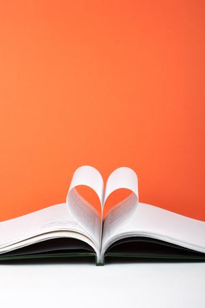 Foto de Old open hardback book, page decorate into a heart shape for love in Valentines. love with open book heart. - Imagen libre de derechos