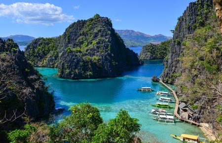 Foto de Beautiful wild islands with the turquoise sea in Coron Islands, Philippines. - Imagen libre de derechos