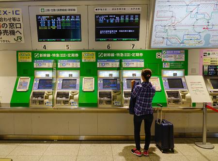 Foto de Tokyo, Japan - Sep 29, 2017. People buy tickets at metro station in Tokyo, Japan. Rail transport in Japan is a major means of passenger transport. - Imagen libre de derechos