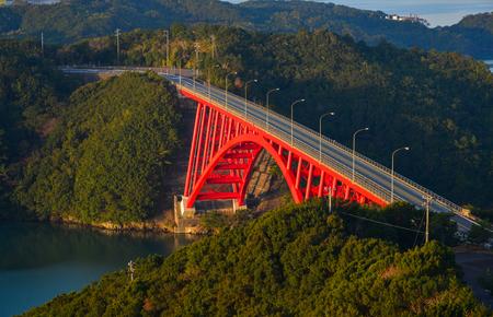 Foto de Red bridge with Ise Bay at summer day in Mie Prefecture, Japan. - Imagen libre de derechos