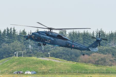 Foto de Saitama, Japan - Nov 3, 2019. Sikorsky UH-60J Blackhawk helicopter of Air Self Defence Force (JASDF) flying for display at Iruma Air Base (RJTJ) in Saitama, north of Tokyo, Japan. - Imagen libre de derechos