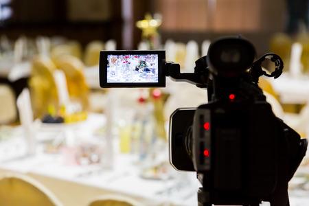 Foto de Filming of the event. Videography. Served tables in the Banquet hall. - Imagen libre de derechos