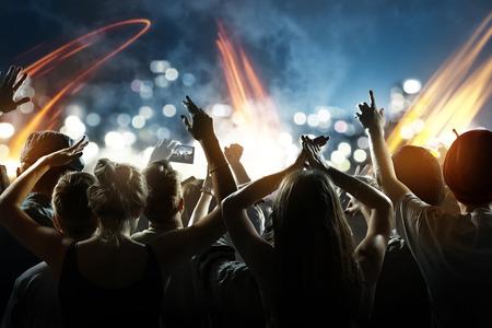 Foto de Crowd at a concert - Imagen libre de derechos