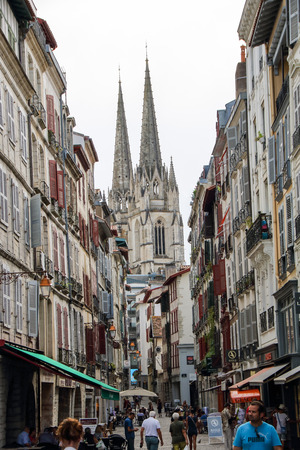 Photo pour AT BAYONNE; FRANCE - ON 08/28/ 2017 - the hstorical center of the basque city of Bayone, in Aquitaine, France - image libre de droit