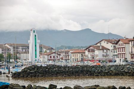 Photo pour AT SAINT JEAN DE LUZ - FANCE - ON - 09/01/2017 - view of saint jean de luz and its port - image libre de droit
