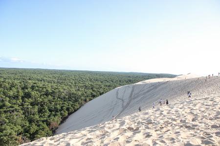 Photo pour view of the sandy  dune of pilat and arcachon basin in france, aquitaine. - image libre de droit