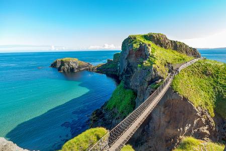 Foto de in Northern Ireland rope bridge, Carrick-a-Rede - Imagen libre de derechos