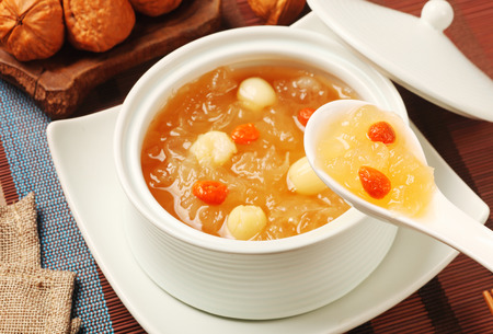 Foto de Chinese traditional dessert - Sweet white fungus and lotus seeds soup - Imagen libre de derechos
