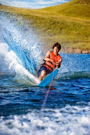 Foto de A man water skiing on a lake - Imagen libre de derechos