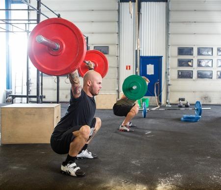 Foto de Male Athletes in Cross Fitness Box - Imagen libre de derechos