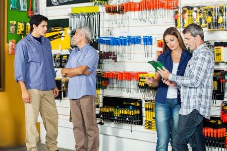 Foto für Customers In Hardware Store - Lizenzfreies Bild
