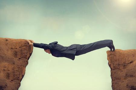 Photo pour businessman between a rock and a hard space - image libre de droit
