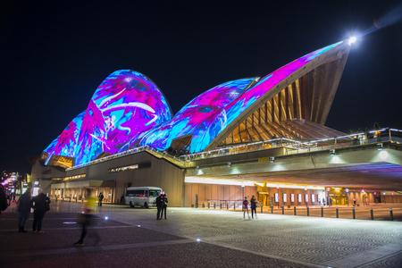 Photo pour Opera house in Vivid Sydney - image libre de droit