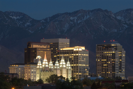 Photo pour Skyline of Salt Lake City at night. - image libre de droit