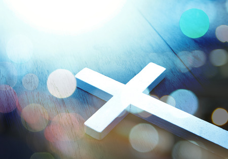 Foto per Cross on wood and bokeh background - Immagine Royalty Free