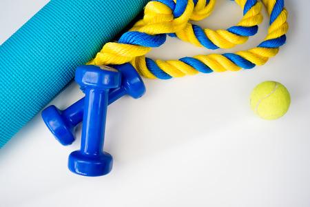 Foto de Sport, fitness, healthy lifestyle and objects concept - Imagen libre de derechos