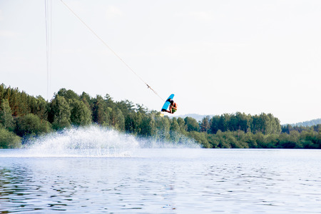 Photo pour Young man riding wakeboard on a lake - image libre de droit