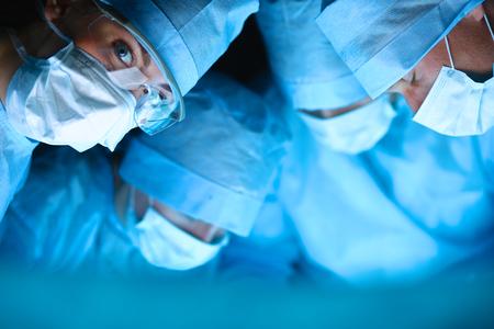 Foto de Surgery team in the operating room - Imagen libre de derechos