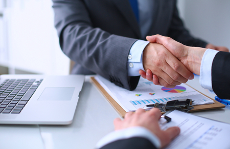 Foto de Business handshake. Business people shaking hands, finishing up a meeting - Imagen libre de derechos