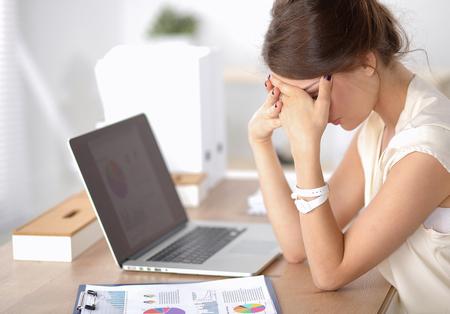 Foto de Portrait of tired young business woman with laptop computer - Imagen libre de derechos
