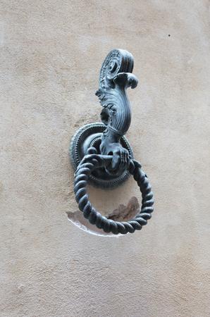 Photo pour Vintage handle on a door - image libre de droit