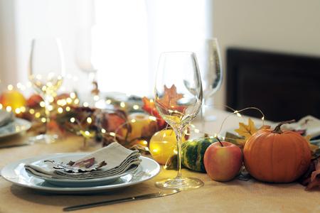 Photo pour thanksgiving table setting - image libre de droit