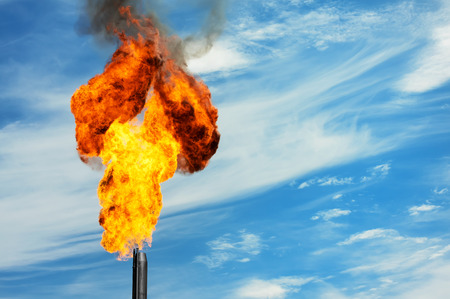 Photo pour Gas flaring. Torch against the sky. - image libre de droit